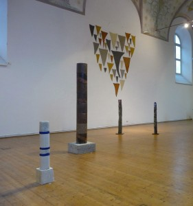 Helmut Dirnaichner zeigt Skulpturen und Wandarbeiten im Kunstraum Klosterkirche und Städtische Galerie Traunstein